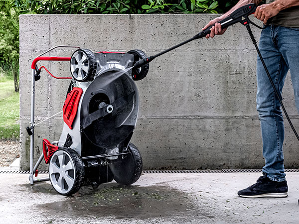 Think mower innovation: Mow N'Stow